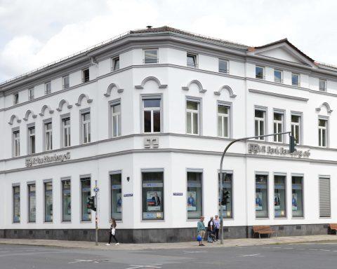 Die VR Bank-Filiale am Schönleinsplatz