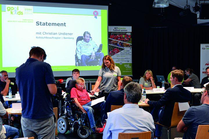 goolkids-Rollstuhlbeauftragter Christian Undiener eröffnete die Vorstellung der Crowdfunding-Kampagne für Sportrollstühle