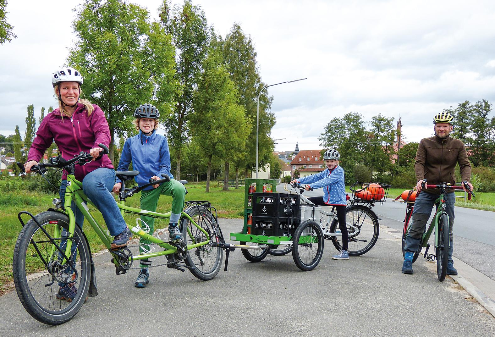 Fahrrad: Familie Nordmann von links: Susanne, Hannes, Ella und Axel